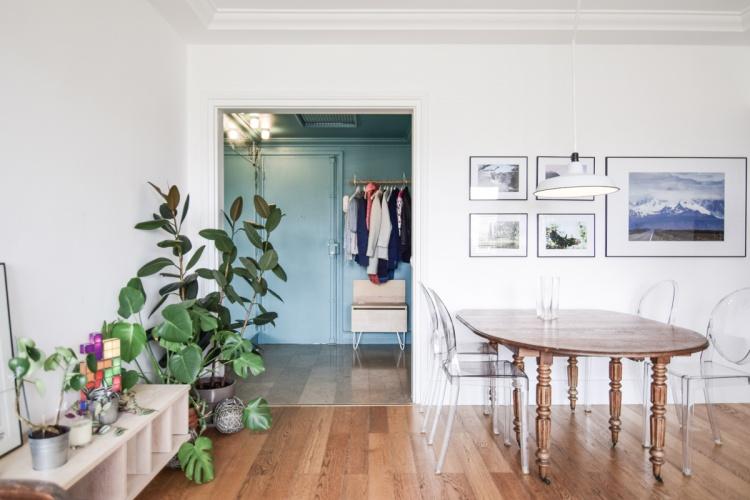 LES ALLEES : architecte-renovation-penderie-ouverte-entrée-AREA-Studio