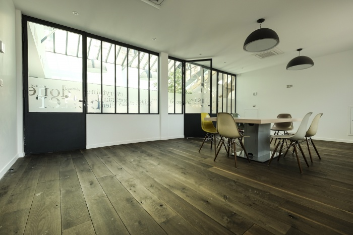 Aménagent du nouveau siège social d'une agence de Design Global : salle reu 2