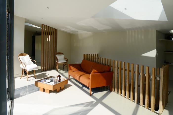 Maison dans le jardin : séjour