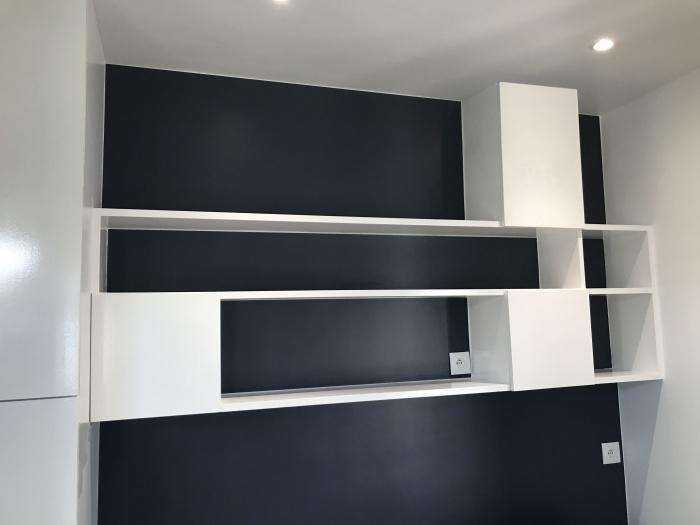 Rénovation d'un studio : etageres